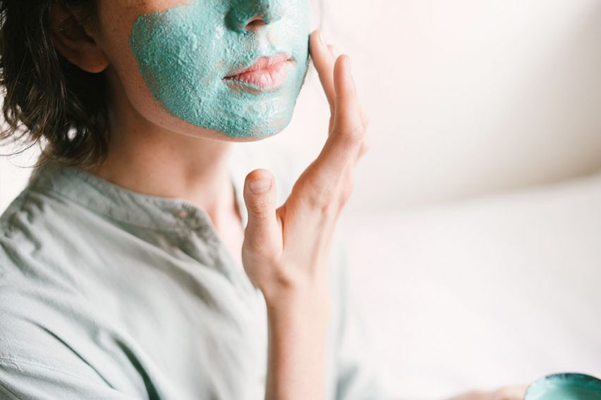 Sensitive skin needs skincare to soothe and boost skin regeneration. This is exactly what these 10 sensitive skin soothing ingredients do. http://wp.me/p6LuQS-90