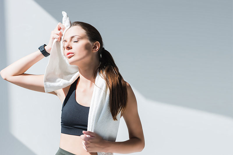 Does sweat cause acne? Is sweat bad for skin? Does sweat clog your pores?